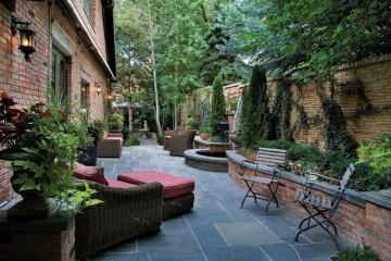 Consider Elegantly Placed Vertical Gardens for Spring