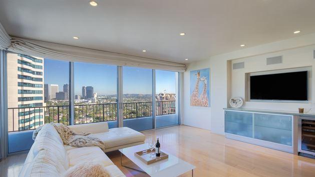 Wilshire-condominium-sold