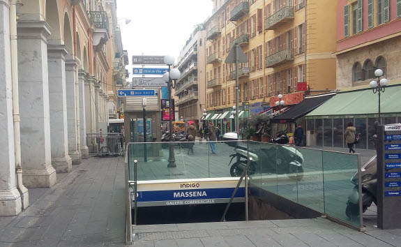 public toilet Place Massena
