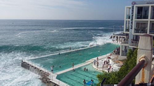 bondi to coogee coastal walk - icebergs pool