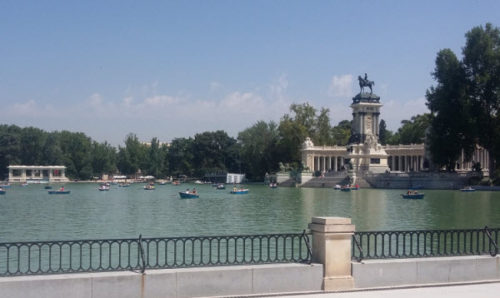 Boating on the Estanque Grande (Great Pond), Retiro Park, Madrid