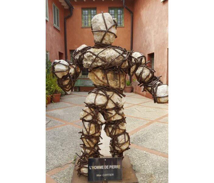 L'homme de Pierre statue