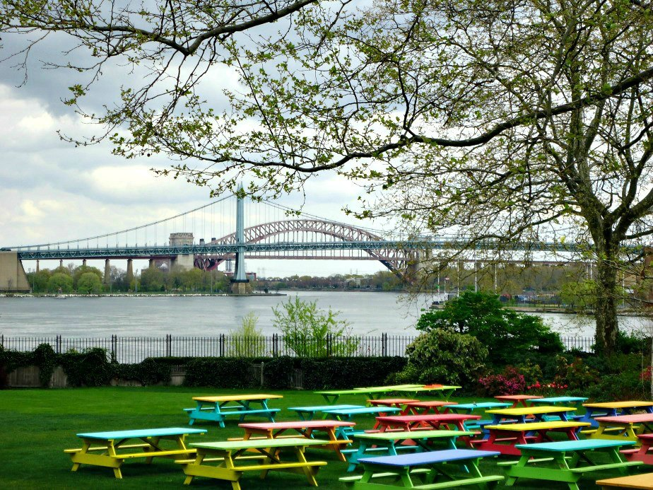 Gracie Mansion Garden & Hell Gate Bridge