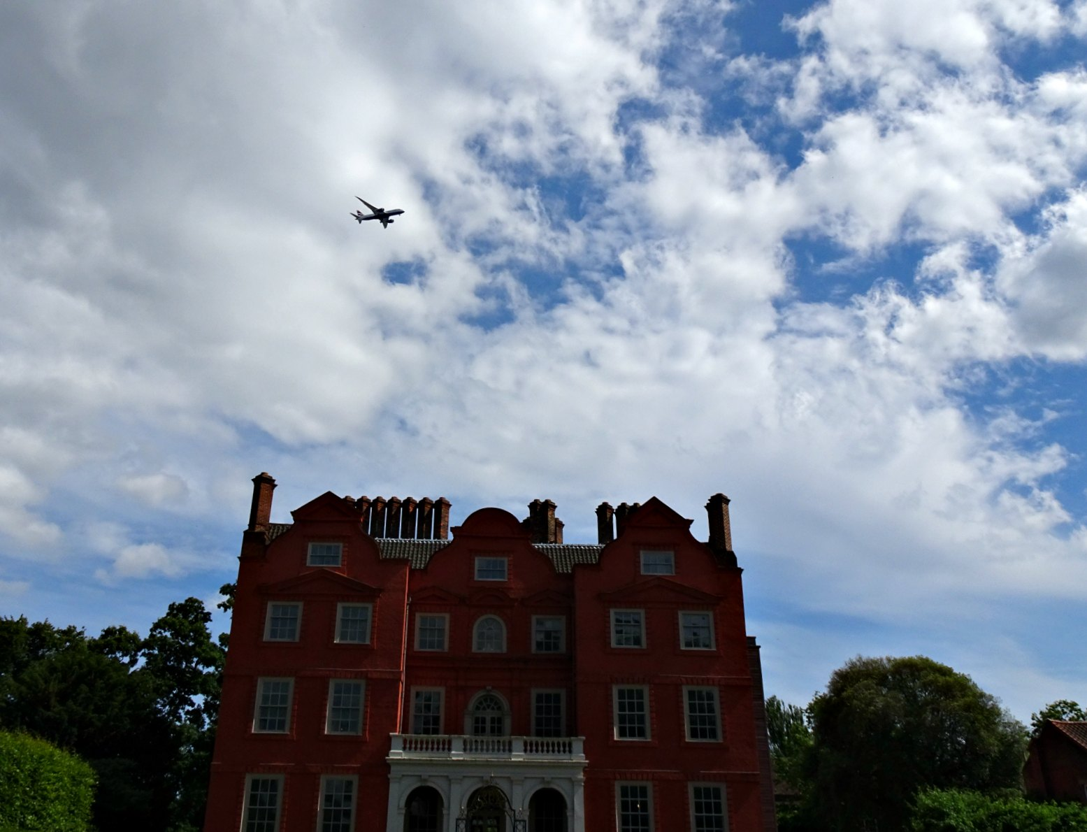 Kew Palace on the flight path to Heathrow