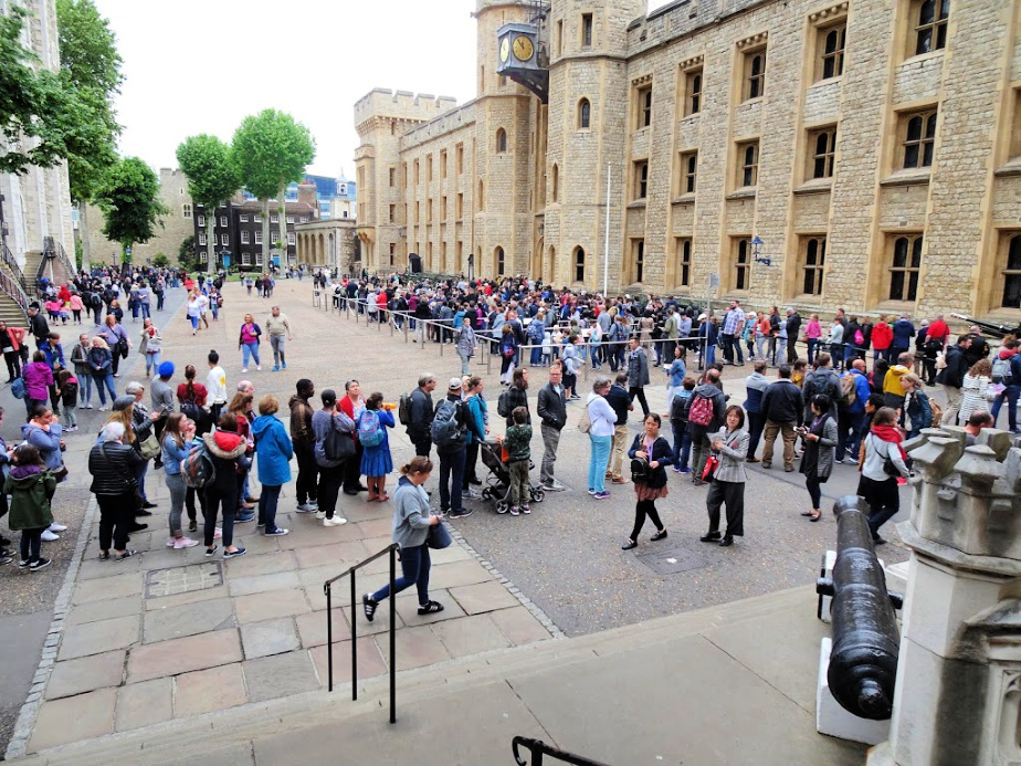 The queue to see the Crown Jewels continues....
