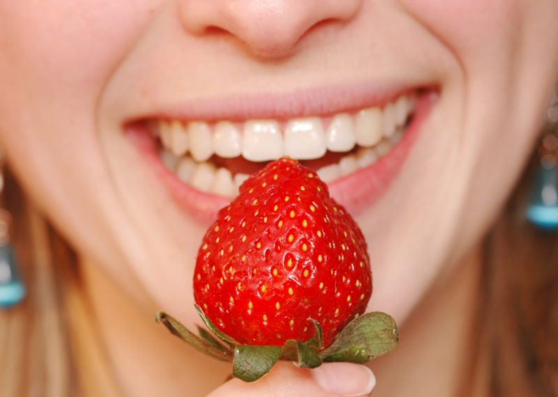 foods that can actually help whiten your teeth