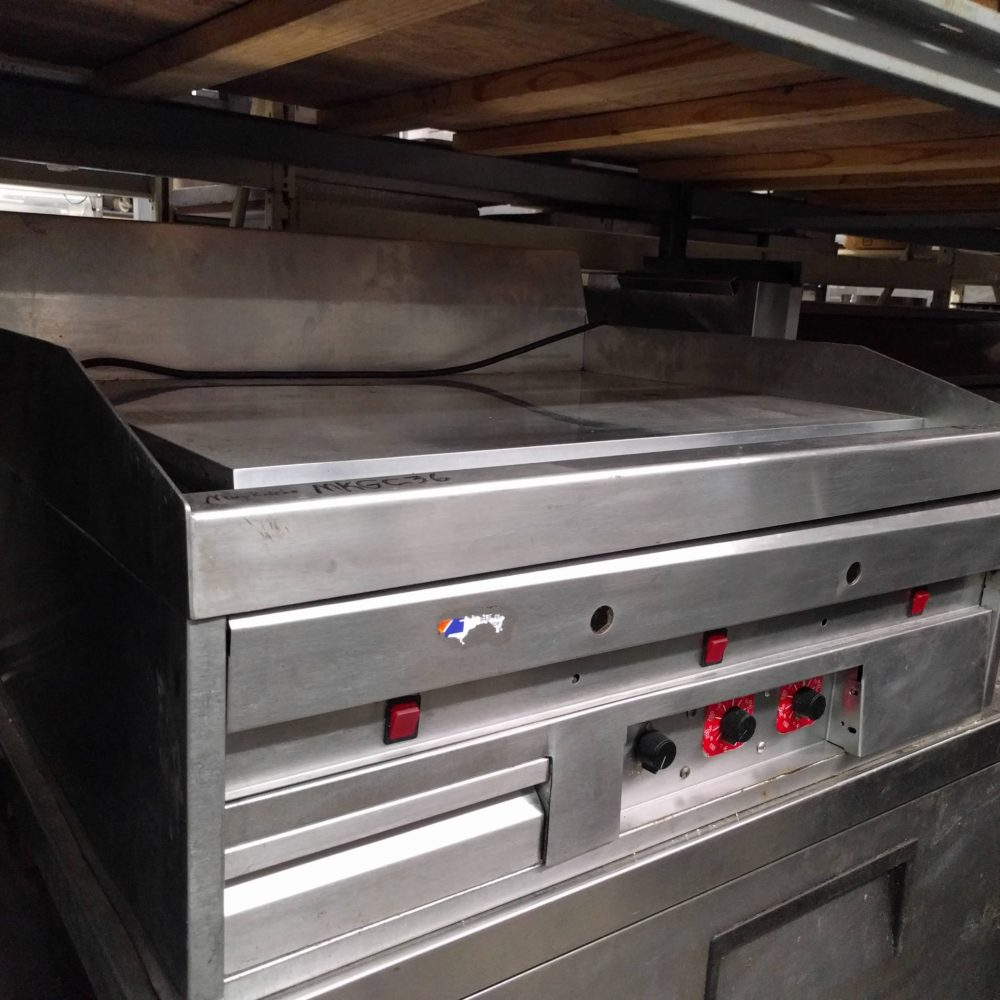 side view Used MagiKitchen MKGC-36 Natural Gas Countertop Griddle