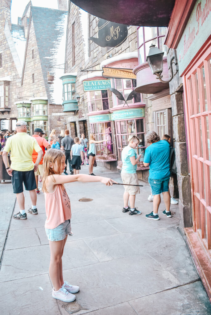 30A Mama Travels - Wizarding World of Harry Potter - Hogsmeade