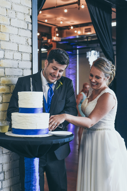 cake cutting during reception