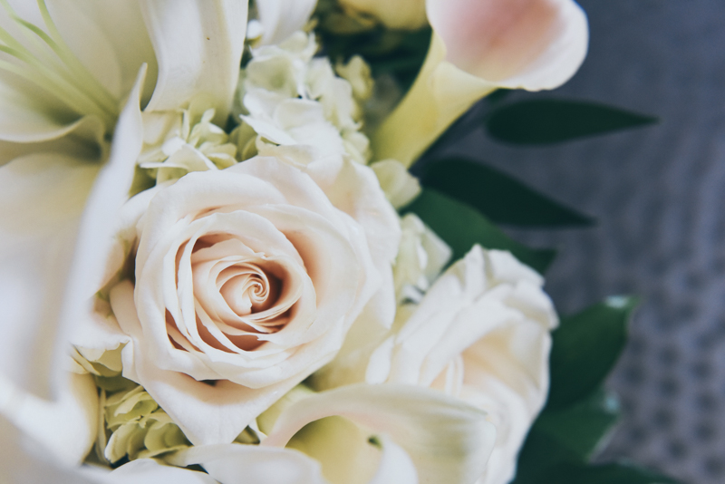 gorgeous floral bouquet with roses and calla lilies