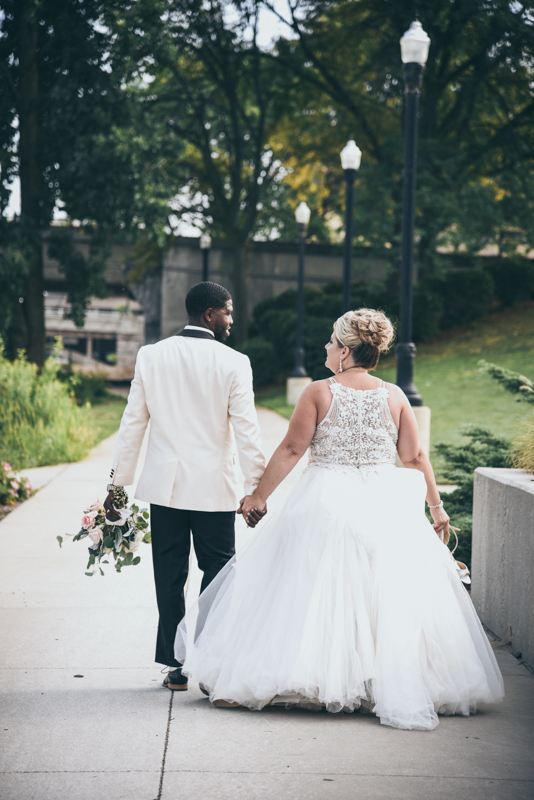 bride and groom in a cityscape