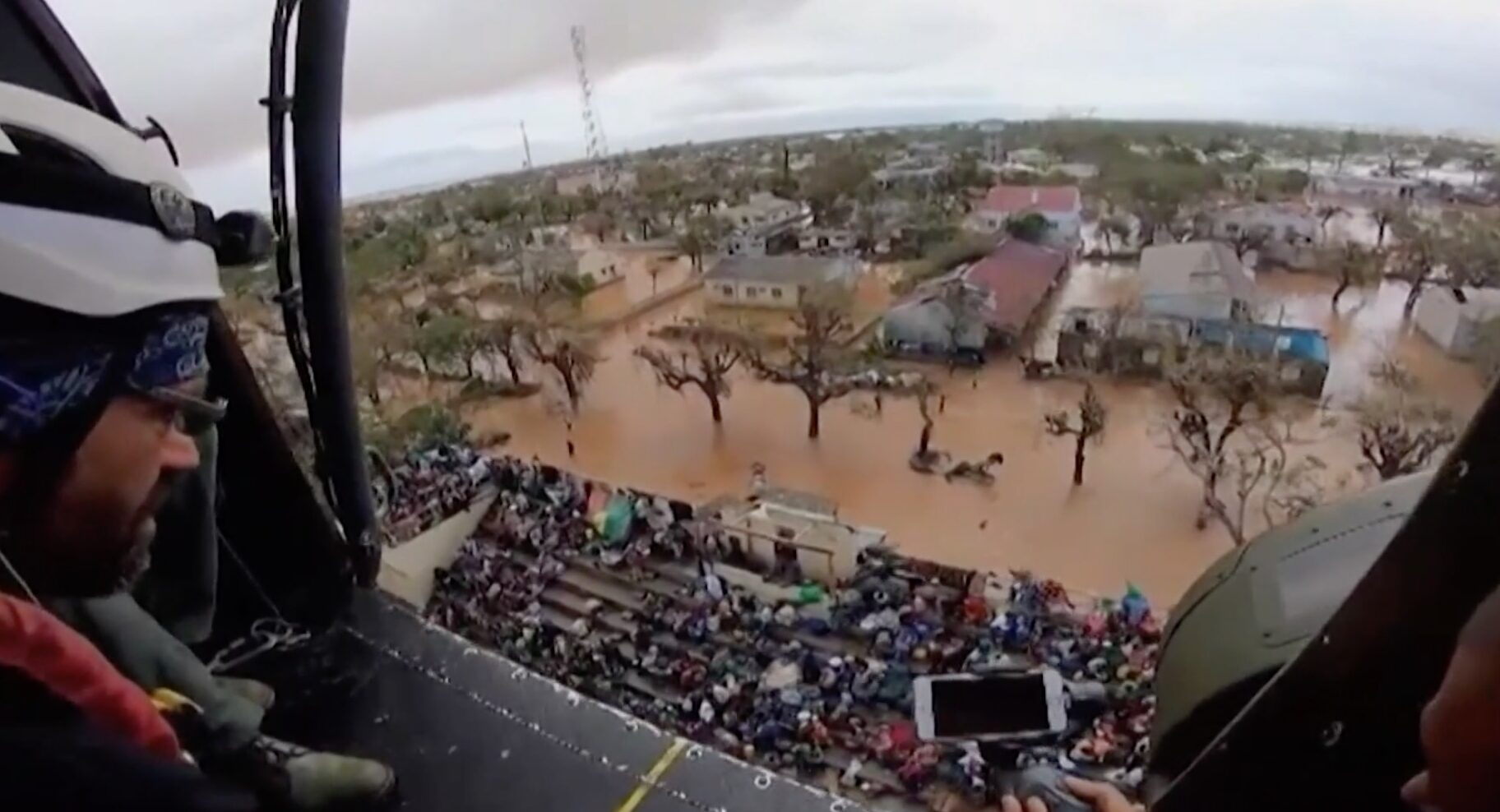 Helicopter rescues in Mozambique