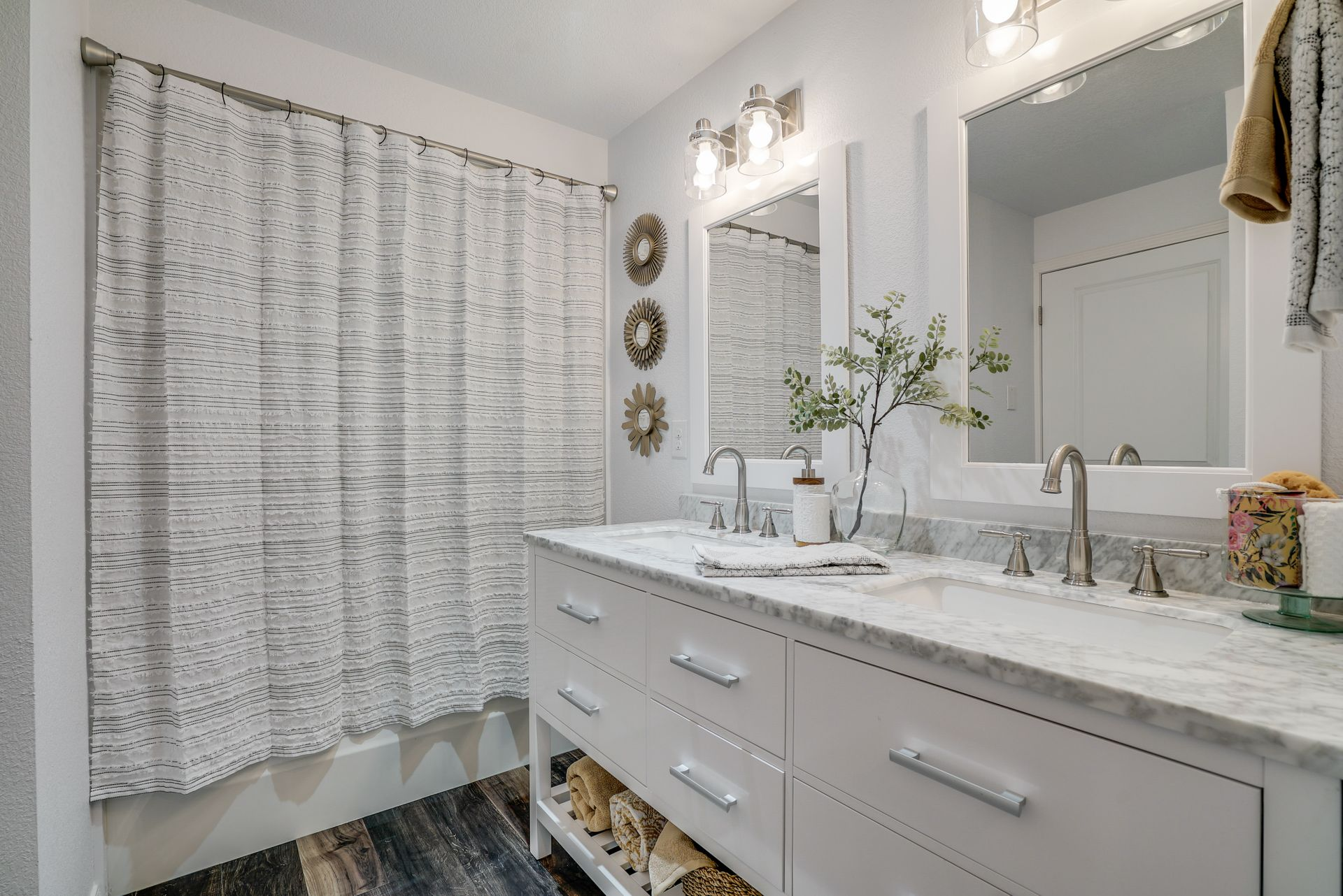 A master bath remodel from a Lynnwood bathroom remodeling company