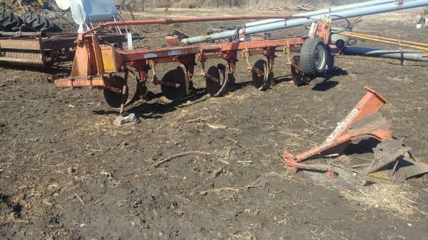 Ac 5-6 bottom semi mounted plow (OSBORN) $950