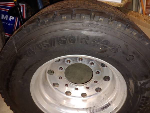 Super Single Drives Tire for Semi Tractor (Sunbury) $1
