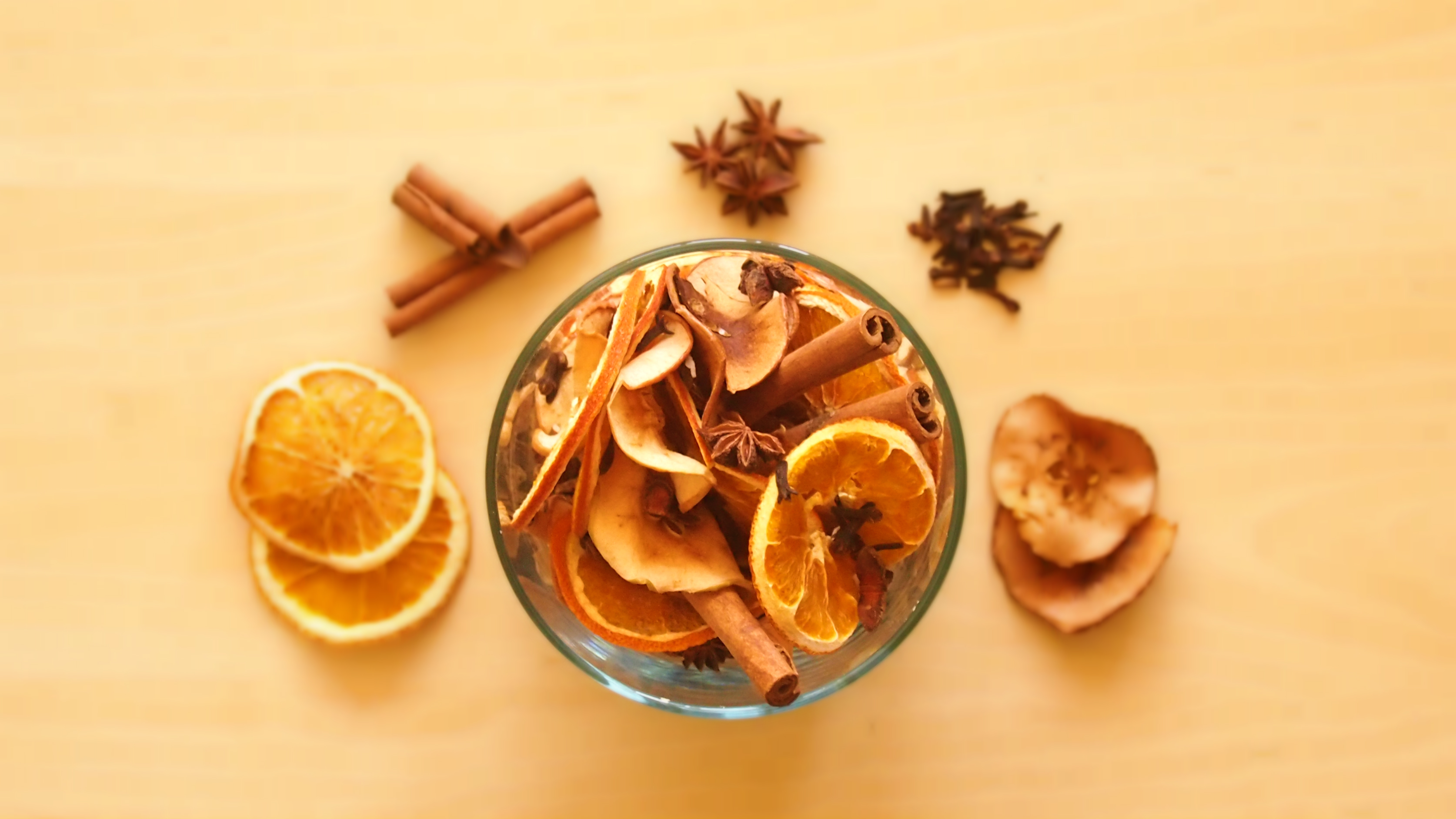 DIY: Easy Thanksgiving Essential Oil Potpourri