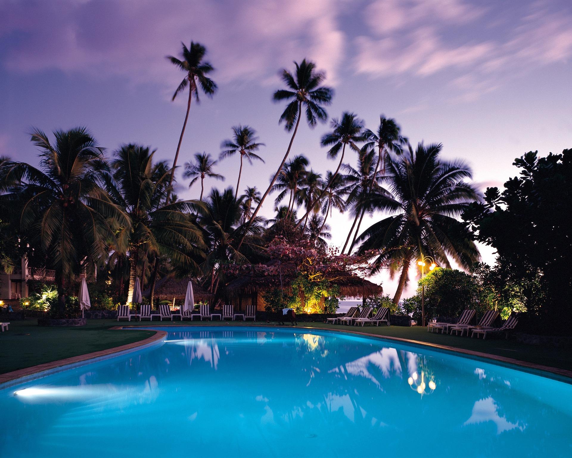 Custom-Outdoor-Pool-Nighttime