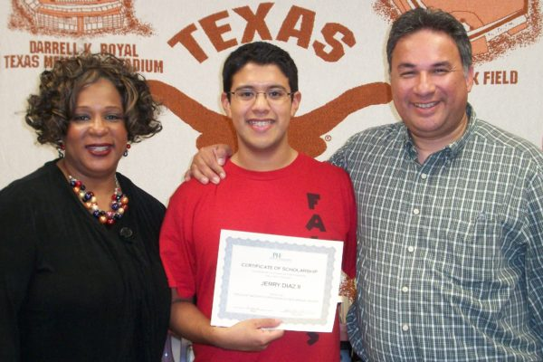 UT-Hook-em-Kid-with-dad-and-certificate-min