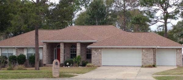 Image of home shingled in Oakridge Aged Cedar by Taylor Enterprises Inc.
