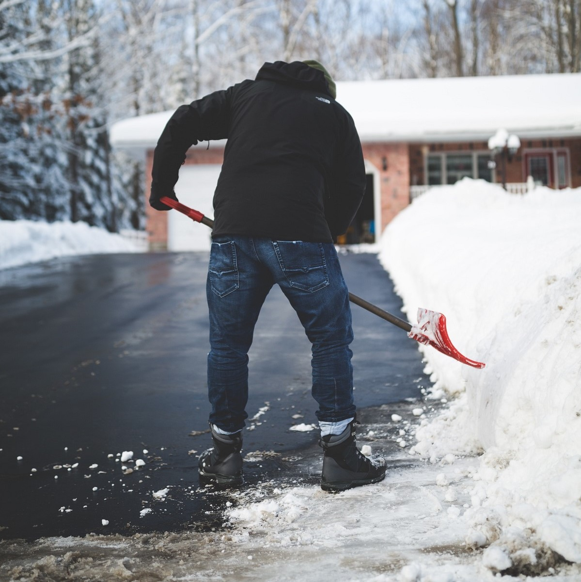 how to shovel snow, shoveling injury, shovel snow, winter injury, physical therapy mankato, optivus physical therapy