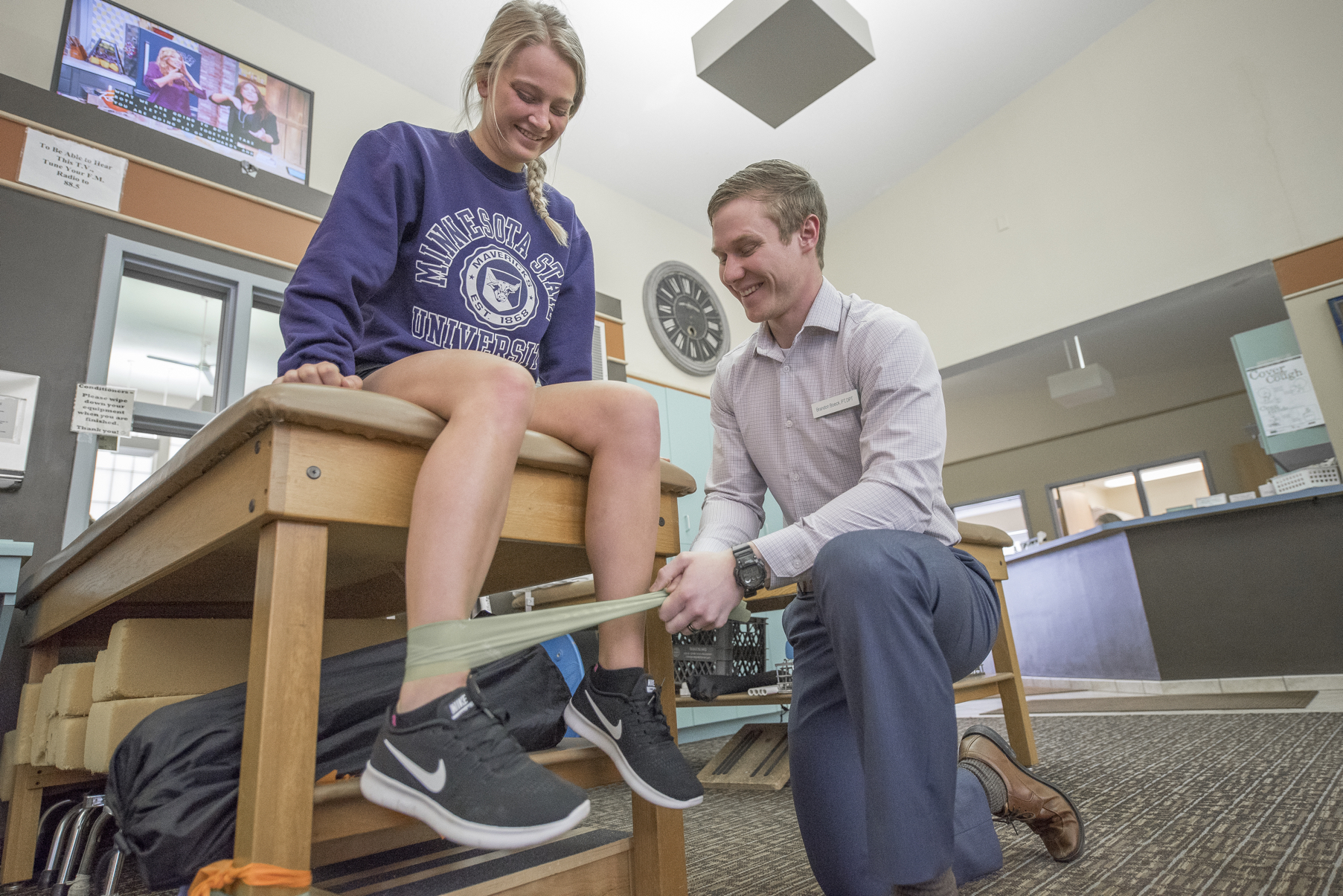 athletic training mankato, athletic trainers for hire, athlete safety tips, back pain, neck pain, headaches, migraines, at home treatment, movement for neck pain, how to treat chronic pain, physical therapy, surgery