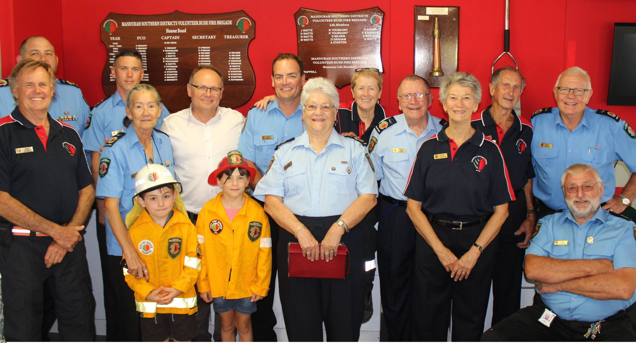 Mandurah Southern Districts Bush Fire Brigade with Local Government Minister David Templeman. Photo Facebook