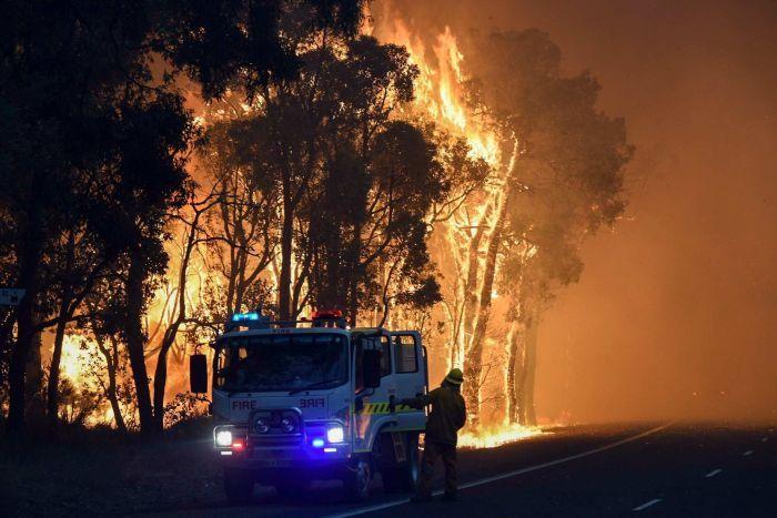 PHOTO: Two people perished in the Yarloop bushfire in 2016, WA's last major fire. (AAP/DFES)