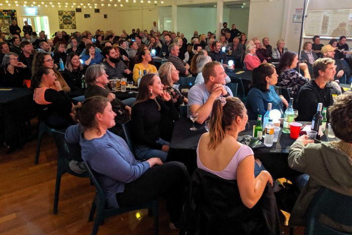 PHOTO: Residents flocked to the comedy night fundraiser in a show of support for Mr Webster. (ABC Great Southern: Mark Bennett)