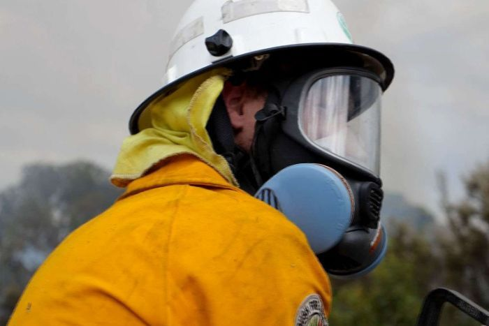 PHOTO: Volunteer bushfire fighters say they should get a fair share of the Emergency Services Levy. (ABC News: Mark Bennett)