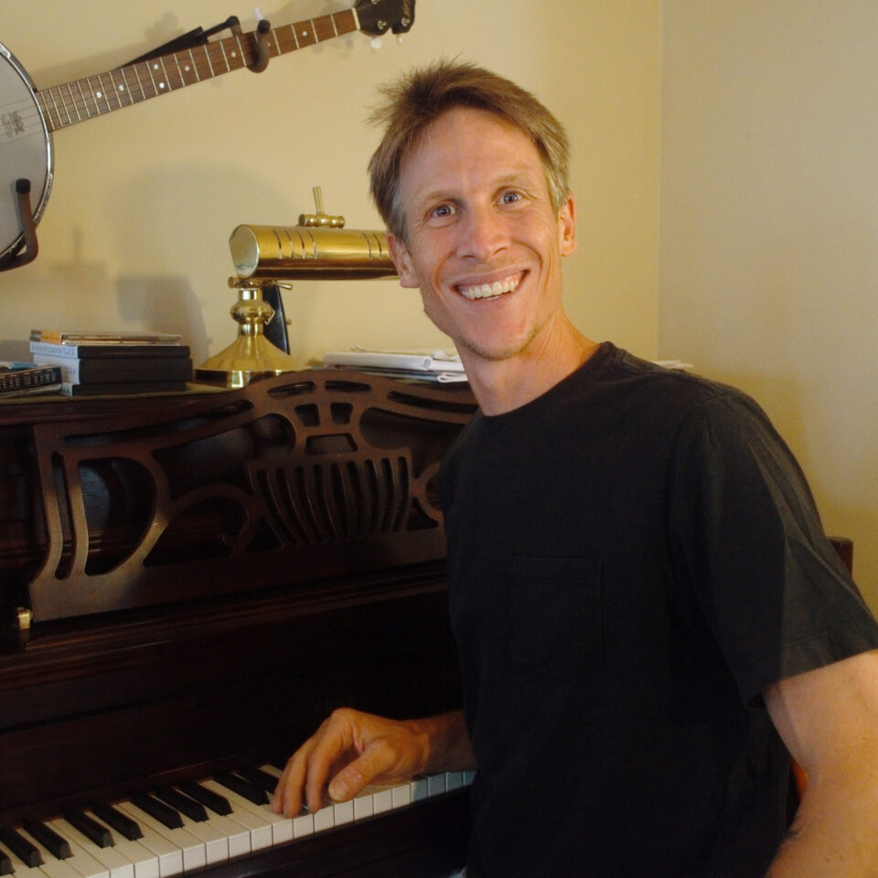 photp of Fleck with piano