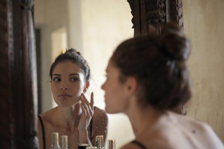 【保養知識】沒上妝到底要不要卸妝?怎麼知道有沒有「卸乾淨」?日常超容易遇到的卸妝迷思破解