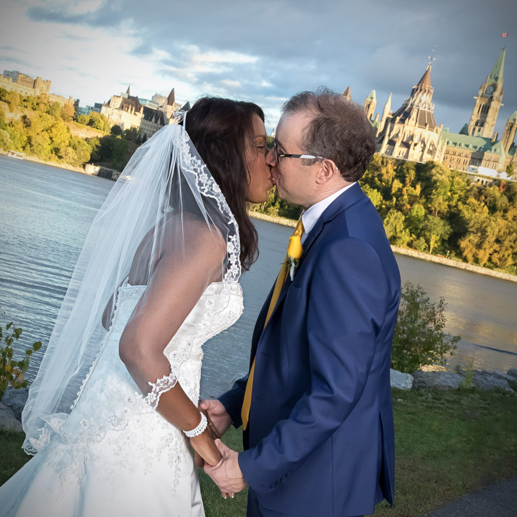 Kiss in front of Parliment_square