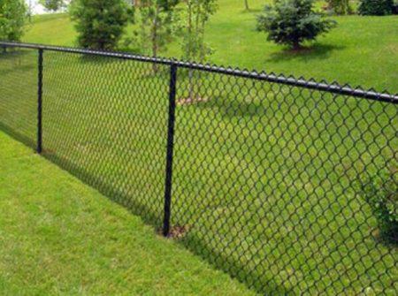 boulevard-fence-black-vinyl-coated-chain-link-fence