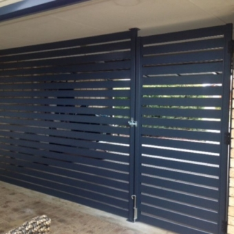 Aluminium slatted wall and gate system