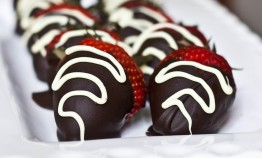 Chocolate-Covered-Strawberries-Plated