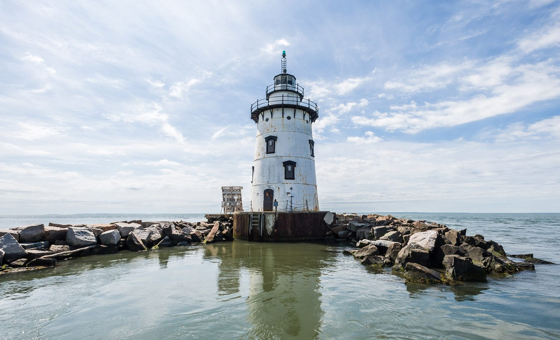 Old-Saybrook-Breakwater-Lighthouse-1-e1487790827708