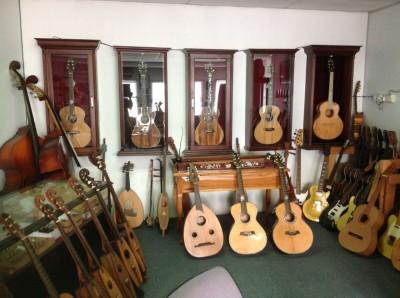 24. Jeffery Yong Harp Guitars
