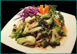 komol-thai-restaurant-chicken-with-all-green-vegetables