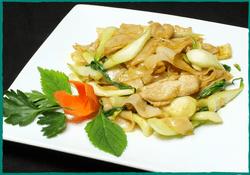 komol-thai-restaurant-house-special-pan-fried-noodles