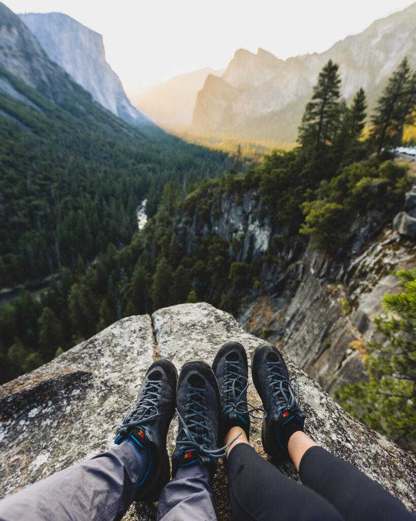 adventure-couple-hiking-shoes-Garmont-Boots