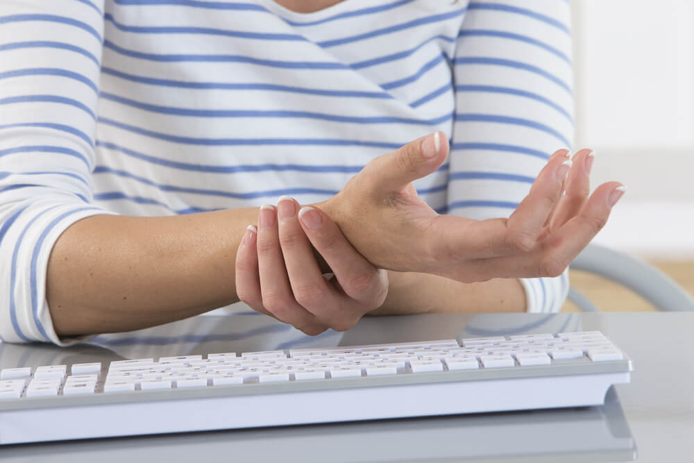 These symptoms could be signs of carpal tunnel syndrome