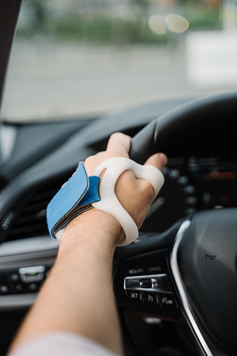 person with arthritis wrist brace