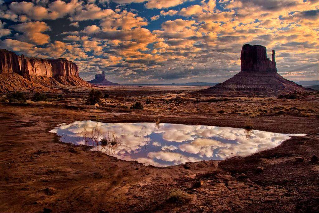 Monument Valley, AZ      CRW_0549-1200