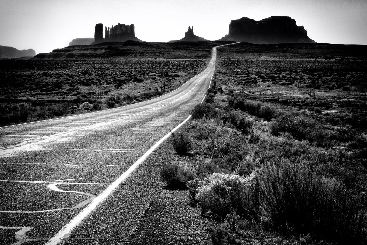 Arizona - on the road to Monument Valley    MG_1180-BW
