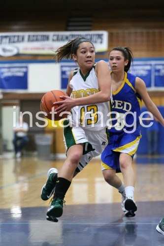 130215_Manogue_instaimage_Girls Basketball_Drive