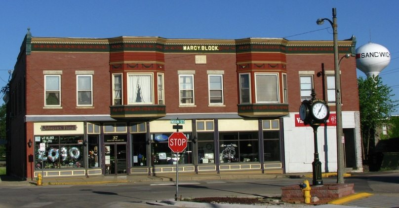 Sandwich Illinois offers shopping
