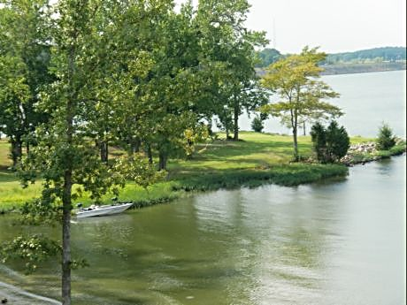 Pickwick Inn near Shiloh is a well placed state park resort for visiting the battlefield and relaxing on vacation