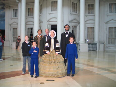 Visitors join the Lincoln family at the museum in Springfield. 9J Jacobs photo)