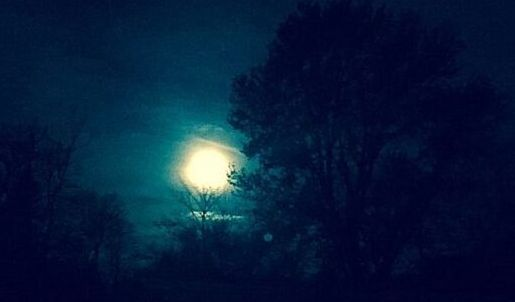 Full moon over Chicago's northern suburbs. 9J Jacobs photo)