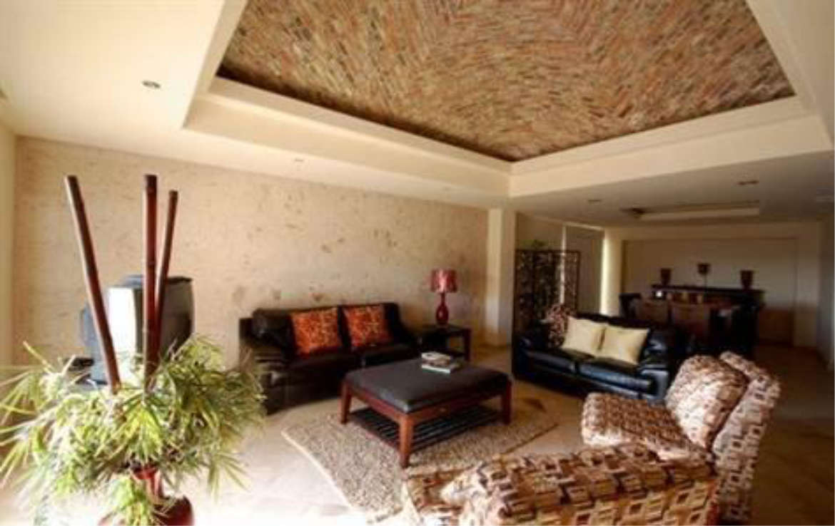 Spacious Home With Breathtaking Views 2